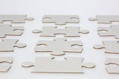 Fileiras de partes do enigma de serra de vaivém Fotografia de Stock