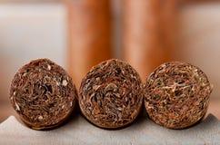 Tiro macro de tres cigarros cubanos Fotografía de archivo libre de regalías