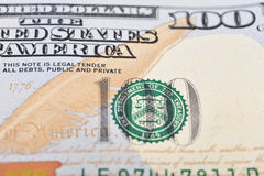 Tiro macro de um dólar americano 100 Imagem de Stock
