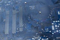 Tiro macro de uma placa de circuito suja imagens de stock