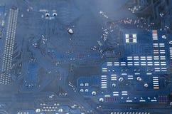 Tiro macro de uma placa de circuito suja foto de stock
