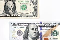 Tiro macro de umas 100 notas de dólar nova e de um dólar Foto de Stock