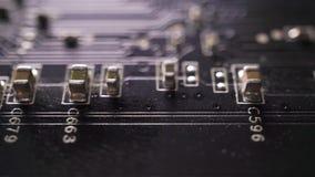 Tiro macro del carro de la placa de circuito negra del ordenador metrajes