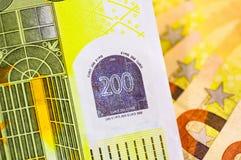 Tiro macro del dinero del euro 200 fondo euro del efectivo Cierre euro del dinero encima del concepto Moneda del EUR, fondo color foto de archivo libre de regalías