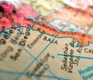 Tiro macro del foco de Baja California México en el mapa del globo para los blogs del viaje, los medios sociales, las banderas de Fotografía de archivo
