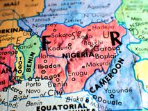 Tiro macro del foco de Nigeria África en el mapa del globo para los blogs del viaje, los medios sociales, las banderas del sitio  fotografía de archivo