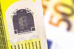 Tiro macro do dinheiro do Euro 200 euro- fundo do dinheiro Fim do dinheiro do Euro acima do conceito Moeda do EUR, fundo colorido fotos de stock royalty free