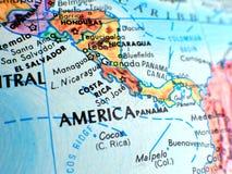 Tiro macro do foco de Costa Rica Central America no mapa do globo para blogues do curso, meios sociais, bandeiras do Web site e f fotografia de stock