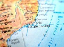 Tiro macro do foco de Rio de janeiro Brazil no mapa do globo para blogues do curso, meios sociais, bandeiras do Web site e fundos fotos de stock