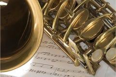 Tiro macro do saxofone do conteúdo Fotos de Stock Royalty Free