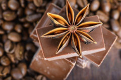 Tiro macro a los granos del anís, del chocolate y de café Fotografía de archivo
