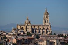 Tiro magnífico de la catedral de Segovia en la salida del sol Arquitectura, viaje, historia imagen de archivo libre de regalías