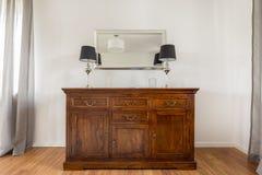 Tiro mais próximo da cômoda de madeira à moda Fotografia de Stock Royalty Free