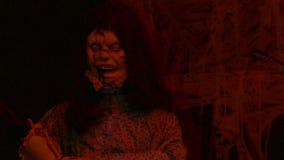 Tiro médio da noite demoníaco da boneca filme