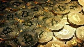 Tiro movente da pilha de Bitcoin video estoque