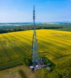 Tiro panorámico verical aéreo del alto palo de la radio de Hunsley imágenes de archivo libres de regalías