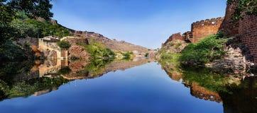 Tiro panorâmico do lago Ranisar imagem de stock