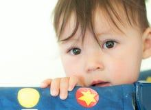 Tiro principal apertado de um bebê dos anos de idade Fotografia de Stock