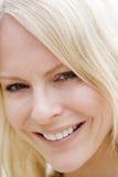 Tiro principal do sorriso da mulher Fotografia de Stock