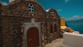 Tiro rústico de piedra mediterráneo tradicional de la toma panorámica de la casa metrajes