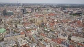 Tiro a?reo del horizonte de la ciudad de Viena Vista a?rea de Viena Catedrales y ciudad del paisaje urbano de Viena, Austria almacen de metraje de vídeo