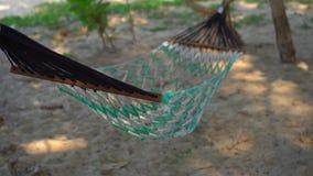 Tiro Slowmotion de uma rede em uma praia tropical filme