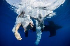 Tiro subaquático dos pares foto de stock