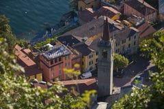 Tiro superior de Varenna, ciudad italiana en el lago Como foto de archivo libre de regalías
