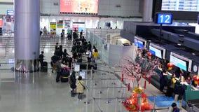 Tiro superior del centro de información dentro del aeropuerto