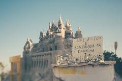 Tiro verdadeiro do deslocamento da inclinação do castelo da areia, Rio de janeiro Fotos de Stock