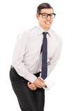 Tiro vertical de um homem que precisa de urinar Imagens de Stock Royalty Free