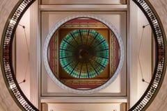 Tiro vertical dentro de la bóveda de Victoria Shopping Mall, Sydney Aust Fotos de archivo libres de regalías