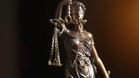Tiro video da senhora Justiça Statue video estoque