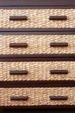 Tiroirs de rotin dans le coffret de tiroir Photo stock
