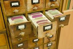 Tiroirs en bois de cru des archives Image libre de droits