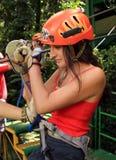 Tirolesa de la guarnición de la cremallera del toldo en Costa Rica Tour Beautiful Girl imagen de archivo libre de regalías