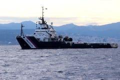 Tirones en puerto en el puerto de Genoa Voltri Imágenes de archivo libres de regalías