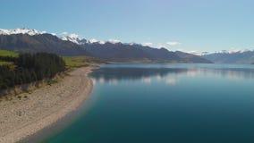 Tiros aéreos del abejón del lago Hawea, isla del sur, Nueva Zelanda almacen de video