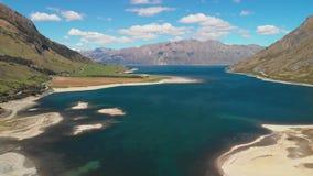 Tiros aéreos del abejón del lago Hawea, isla del sur, Nueva Zelanda metrajes