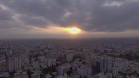 Tiros aéreos híperes hermosos en la puesta del sol almacen de metraje de vídeo