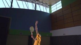 Tiros de tenis: Servicio (cámara lenta) almacen de video