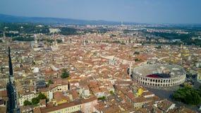Tiroteo aéreo con el abejón de Verona fotografía de archivo