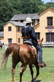 Tiroteo de Mounted del vaquero Fotografía de archivo
