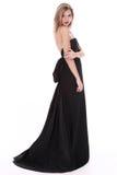 Tiroteo del estudio de una mujer joven encantadora que lleva el vestido de noche de lujo elegante Fotos de archivo libres de regalías