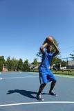 Tiroteo del jugador de básquet Fotos de archivo