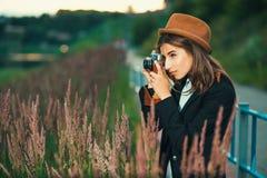 Tiroteo hermoso de la muchacha del inconformista Fotografía de archivo libre de regalías