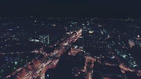 Tirs aériens de nuit dans la ville clips vidéos