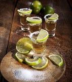 Tirs de tequila sur le fond en bois photo libre de droits