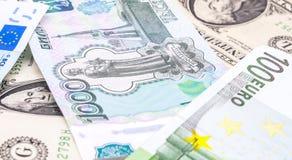 Tirs en gros plan dans le macro euro d'argent de lentille, dollar, billet de banque de rouble Photographie stock