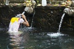 Tirta Empul寺庙-神圣沐浴-巴厘岛-印度尼西亚 库存图片